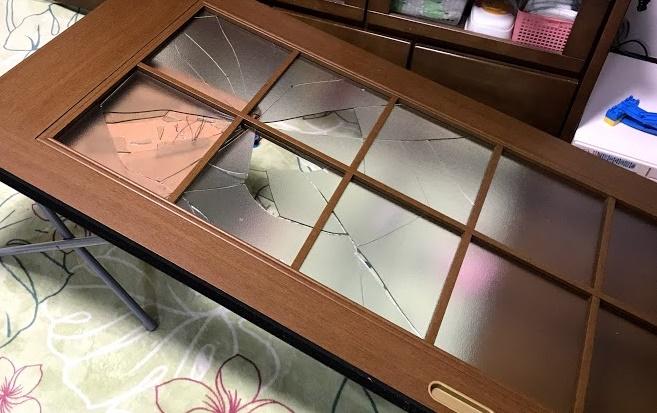 リビングドアのガラスを交換|DIYで5000円台で修理!